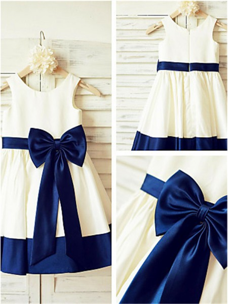 A-line/Princess Scoop Bowknot Knee-Length Taffeta Flower Girl Dress