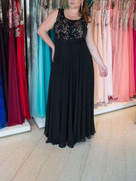 A-Line/Princess Straps Floor-Length Chiffon Plus Size Dress with Lace