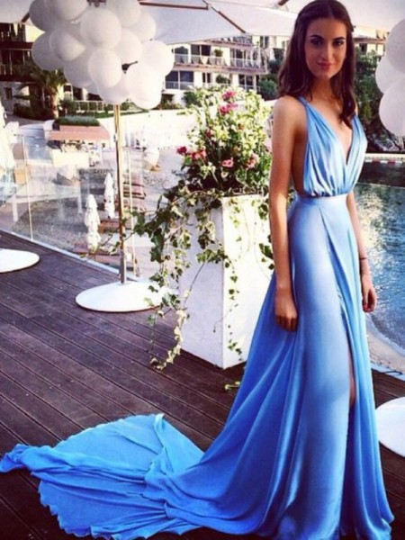 A-Line/Princess Spaghetti Straps Chiffon Pleats Court Train Dress